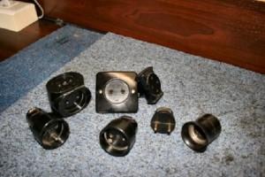 Mały zestaw ebonitowego osprzętu wykończeniowego okablowanie i instalacje.