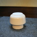 Izolator ceramiczny.