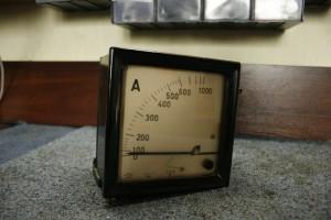 Amperomierz prądu zmiennego, zakres 1000A.