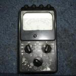 Multimetr analogowy.