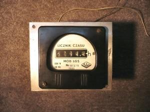 Licznik czasu  pracy urządzenia PAFAL. Zasilanie 220V 50Hz. Rok produkcji  1989